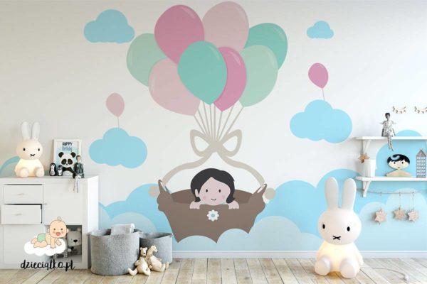 dziewczynka leci w koszu na balonach - fototapeta dla dzieci