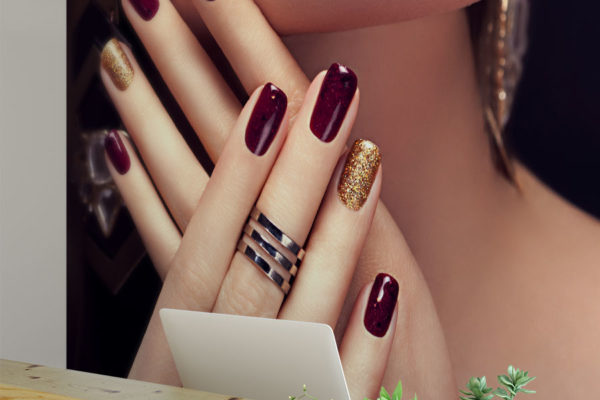 doskonały makijaż i manicure w odcieniach bordo - fototapeta do salonu kosmetycznego