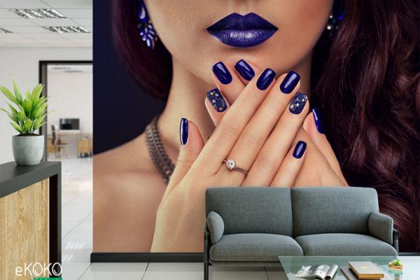 doskonały makijaż i manicure w odcieniach granatu - fototapeta do salonu kosmetycznego