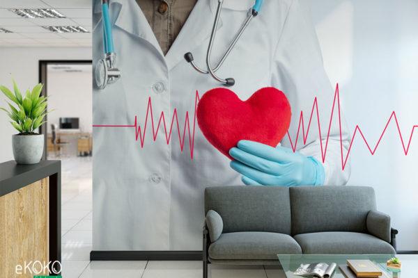 lekarz ze stetoskopem trzyma pluszowe serce na tle kardiogramu - fototapeta do gabinetu medycznego