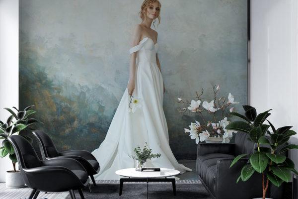 panna młoda w eleganckiej długiej białej sukni – fototapeta do salonu ślubnego